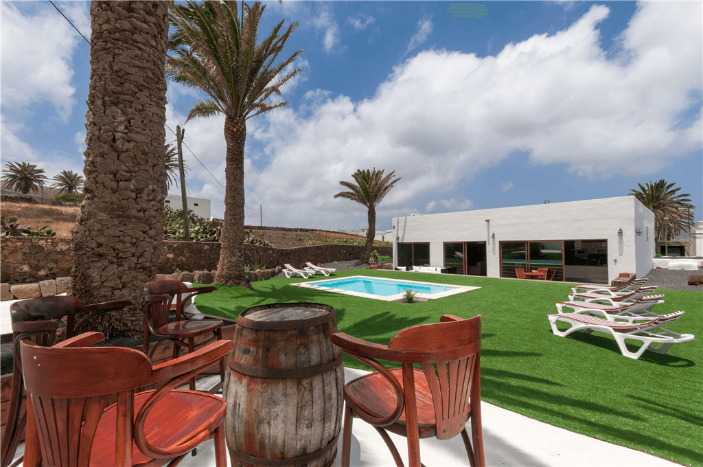 Casa rural para 6 personas con piscina privada en tinajo for Casa rural 2 personas piscina privada