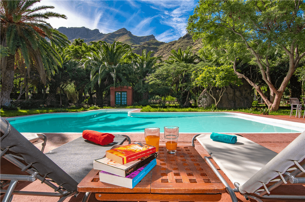 Comedor junto a la piscina for Apartamentos con piscina privada vacaciones