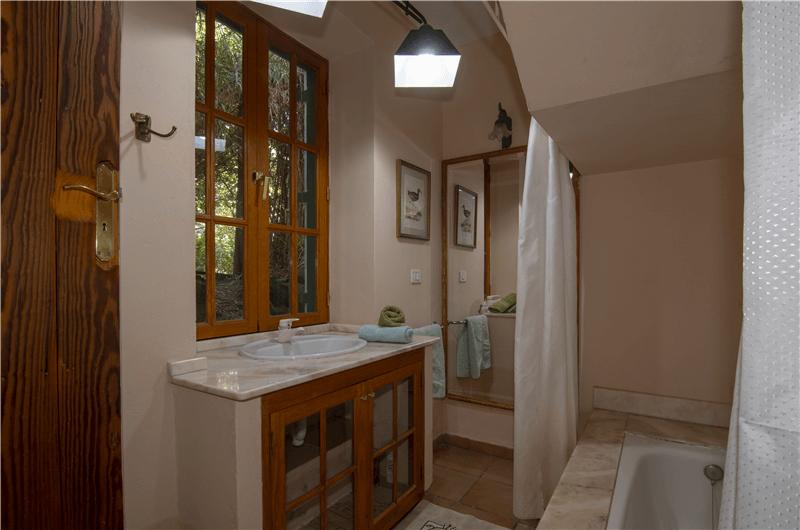 Baño dentro del dormitorio 1