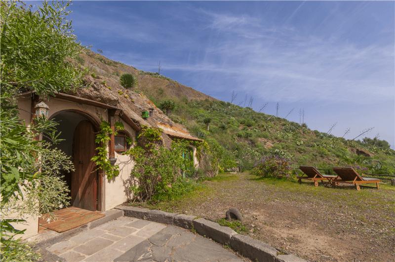 Acogedora casa cueva estilo hobbit gran canaria santa br gida gc0123 - Tumbonas gran canaria ...